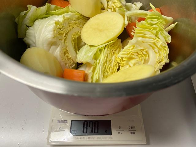 野菜の重さを計る